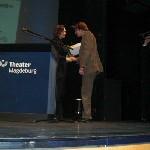 Justizministerin Angela Kolb uebergibt den Preis im Opernhaus Magdeburg
